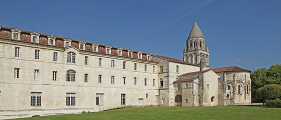 Foto auf Leinwand Denkmal Abbaye aux Dames de Saintes