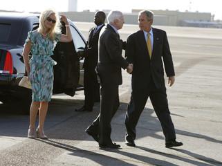 Bush greets McCain after a fund raiser in Arizona