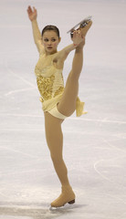 Sasha Cohen takes first in ladies long program in St. Louis