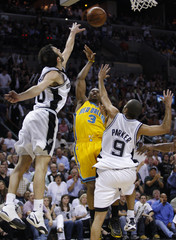 New Orleans Hornets' Paul shoots over San Antonio Spurs' Ginobili and Parker during the first half in Game 6 of their second round NBA playoff basketball series in San Antonio