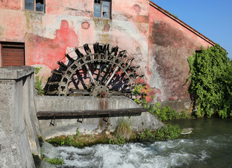 Fotobehang Molens big wheel of an old abandoned water mill