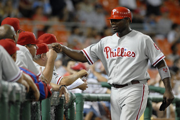 Philadelphia Phillies' Howard is greeted by his teammates after scoring in the tenth inning against the Washington Nationals in their MLB National League baseball game in Washington