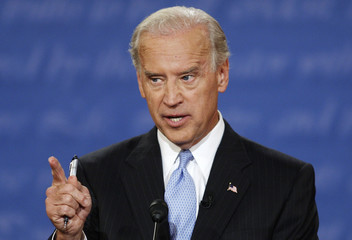 Biden makes a point during his vice presdiential debate with Palin in St. Louis, Missouri