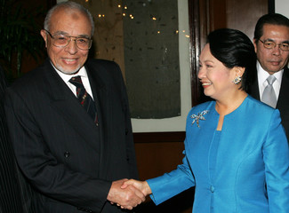 Philippine President Arroyo greets Sayed Kassem el-Masry at presidential palace in Manila