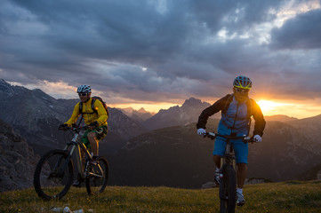 mountainbikers come from the sun
