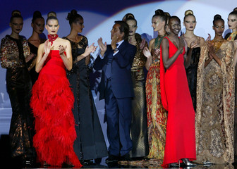 ITALIAN DESIGNER VALENTINO APPLAUDS AT END OF HIS AUTUMN-WINTER2002/2003 HIGH FASHION COLLECTION IN ...