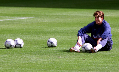 ENGLAND'S SOCCER PLAYER DARREN ANDERTON RESTS DURING PRACTICE IN PARIS.