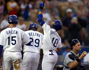 DODGERS SHEFFIELD POINTS TO THE SKY AFTER HOME RUN OFF METS.