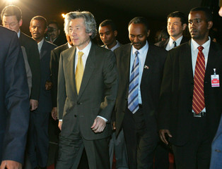 Japanese PM Koizumi arrives in Addis Ababa Ethiopia
