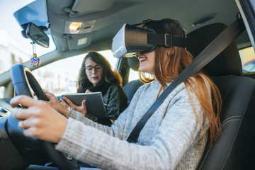 Fototapete - Learning to drive with VR glasses