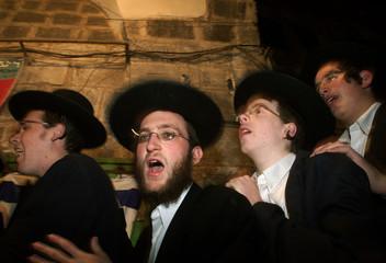 ULTRA ORTHODOX JEWS DANCE IN JERUSALEM OLD CITY.