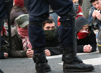 Protestors stage sitting before being arrested by policemen during clashes at student demonstration in Paris