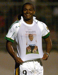 SOUTH AFRICAN SHAUN BARTLETT CELEBRATES AFTER SCORING AGAINST GABON IN THE AFRICA NATIONS CUP MATCH.