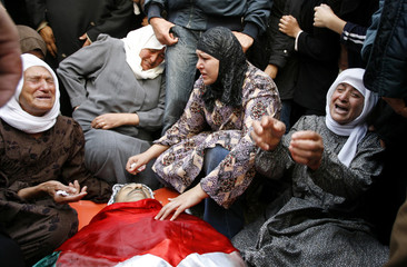 Palestinian relatives of Abahereh mourn during his funeral in al-Yamoun village near the West Bank city of Jenin