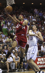 Cleveland Cavaliers forward Ira Newble shoots as he is defended by Orlando Magic forward Hedo Turkoglu in Florida