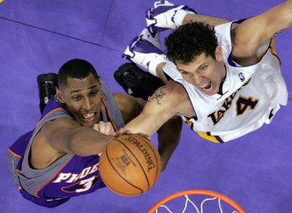 Suns Diaw puts up a shot past Lakers Walton during Game 4 of the NBA Western Conference first round playoff series in Los Angeles