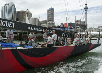 ALINGHI LEAVES VIADUCT HARBOUR FOR RACE TWO IN THE LOUIS VUITTON FINALIN AUCKLAND.