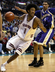 CHILDRESS OF STANFORD DRIVES PAST SIMMONS OF WASHINGTON.