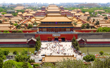 Photo sur Plexiglas Pékin Forbidden city in Beijing from above. Beijing, China at the Imperial City north gate.