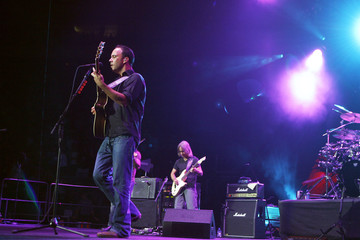 Musician Dave Matthews performs during a Stand Up For A Cure concert to benefit lung cancer research in New York