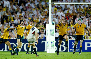 ENGLAND'S JONNY WILKINSON KICKS A DROP GOAL TO WIN THE RUGBY WORLD CUPFINAL AT THE OLYMPIC ...