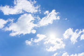 Bewölkter Tag mit Sonnenschein