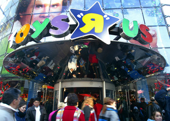 Shoppers enter and leave the Toys R Us store in New York's Times Square November 26, 2004. Shoppers ..