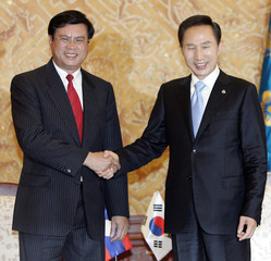 South Korea's President Lee shakes hands with Laos' Prime Minister Bouphavanh before their meeting at the Presidential House in Seoul