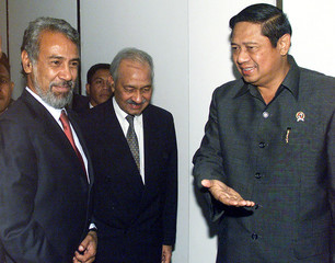 EAST TIMOR'S PRESIDENT-ELECT XANANA GUSMAO MEETS WITH INDONESIAN CHIEFSECURITY MINISTER ...