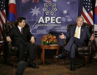 U.S. President Bush speaks alongside South Korea's President Roh Moo-hyun in Sydney