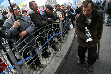 Demonstrators attend a rally to support Ukrainian Prime Minister Yanukovich in central Kiev