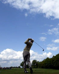 PADRAIG HARRINGTON TEES OFF AT FOURTH HOLE DURING SECOND ROUND OFGERMAN OPEN AT GUT KADEN.