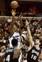 WIZARDS JORDAN HITS JUMPER IN FRONT OF KINGS WEBBER AND STOJAKOVIC.