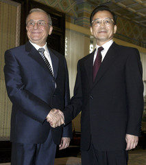 CHINESE PREMIER WEN GREETS VISITING ROMANIAN PRESIDENT ION ILIESCU INBEIJING.
