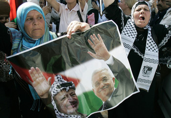 Palestinian supporters of Fatah loyal to Palestinian President Mahmoud Abbas take part in a rally in Ramallah