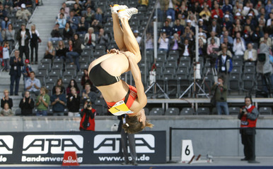Russia's Isinbayeva reacts after winning in the women's pole vault event at the Berlin ISTAF Golden league final in Berlin