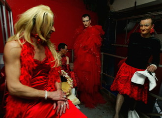 DRAG QUEENS CHAT IN CHANGING ROOMS DURING A WEEKEND DRAG QUEEN COLLEGEIN ROOM.