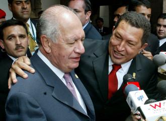 Venezuelan President Hugo Chavez and Chilean Lagos at summit in Cuzco.