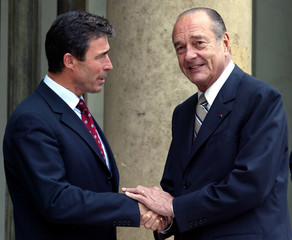 French President Jacques Chirac welcomes Danish Prime Minister Anders Fogh Rasmussen (L) as he arriv..