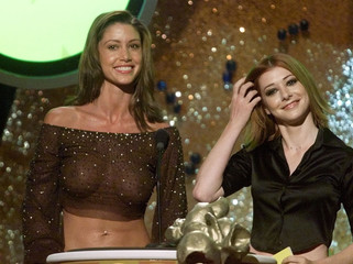 SHANNON ELIZABETH IN SEE THROUGH BLOUSE AT MTV MOVIE AWARDS IN LOS ANGELES.