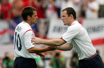 England's Wayne Rooney substitutes Michael Owen in Nuremberg