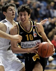 Ukic of Split grimaces while passing Bakic of Partizan during their Goodyear League basketball ...