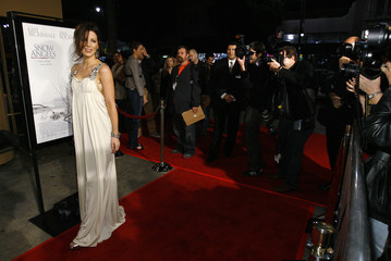 Beckinsale poses at premiere of Snow Angels at Egyptian Theatre in Hollywood
