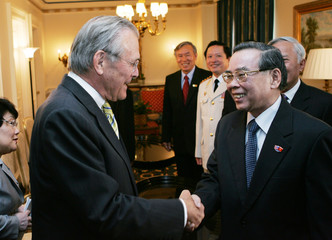 US Defense Secretary Rumsfeld greets Vietnamese PMr Phan Van Khai in Washington.