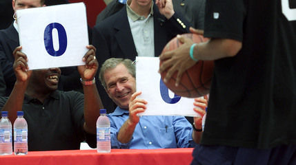 PRESIDENT BUSH JUDGES SLAM DUNK CONTEST.