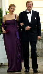 Dutch Crown Prince WIllem-Alexander (R) and his wife Mazima Zorreguieta arrive at a gala dinner in E..