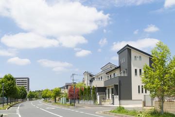 新築分譲住宅街 イメージ 爽やかな青空 新緑 大空コピースペース