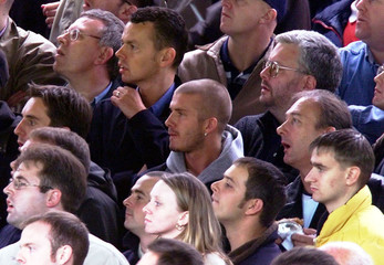 MANCHESTER UNITED SOCCER STAR DAVID BECKHAM WATCHES LEICESTER GAME.