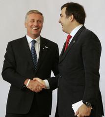 Czech PM Topolanek welcomes Georgian President Saakashvili in Prague