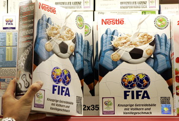 -PHOTO TAKEN 24MAY06- Boxes of cereal designed as soccer balls are pictured in a supermarket in Olch..